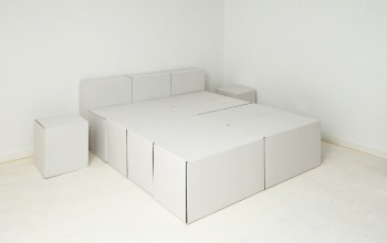 lit 2 p t te de lit tabourets en carton. Black Bedroom Furniture Sets. Home Design Ideas